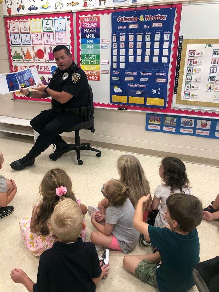 SRO Waddle reads a book about 9/11 to Ms. Valentine's Pre-K class